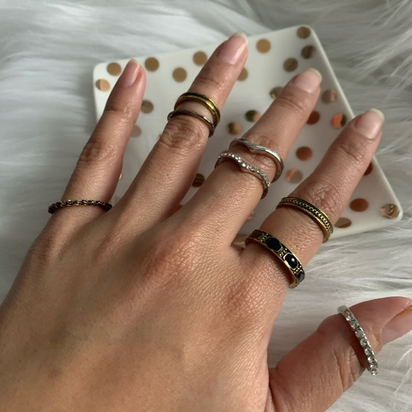 Boutique Jewelry - NEW Boho midi ring set in black and gold